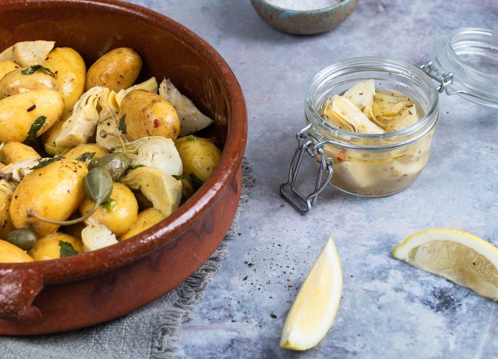 lauwarmer Kartoffelsalat mit Artischocken und Kapern: lecker & besonders