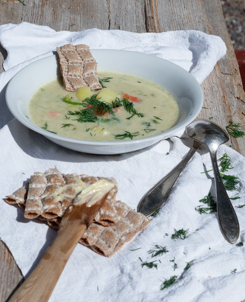 original schwedische Sommersuppe mit Lachs: das perfekte Sommeressen, egal ob für zwei oder für die größere Runde.