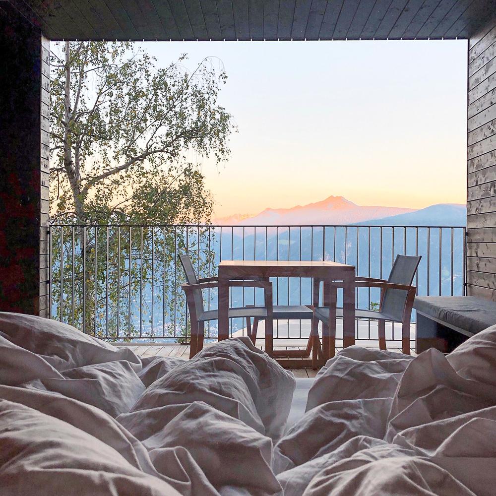 7 Dinge, die Du in Meran auf gar keinen Fall verpassen solltest: fantastischer Blick aus dem Fenster des Miramonti in Hafling