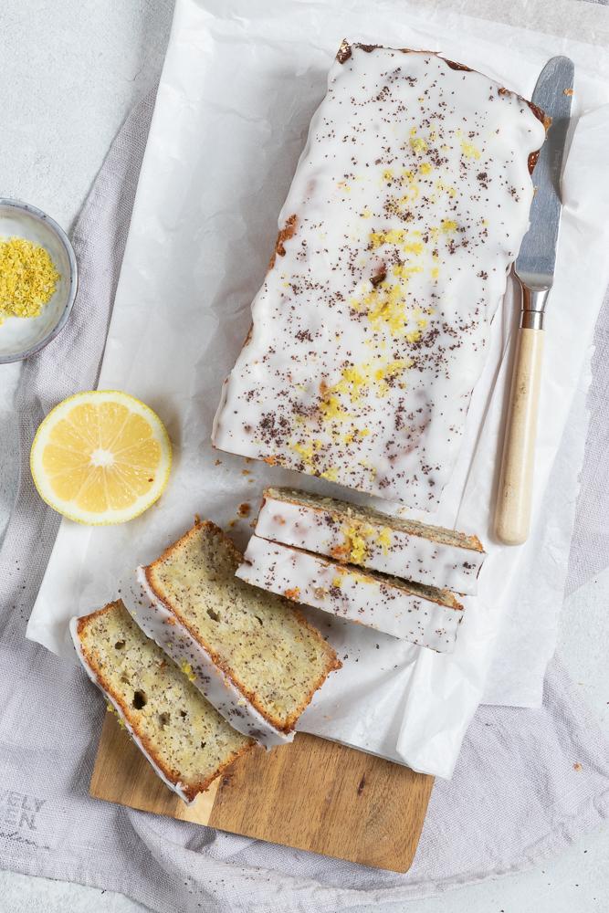 Lecker, saftig und zitronig: Zitronen-Mohn-Kuchen mit Ricotta